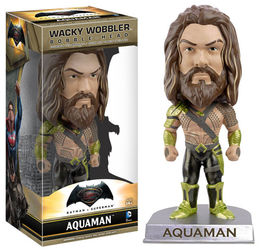 FIGURA WACKY WOBBLER BATMAN V SUPERMAN AQUAMAN 15 CM